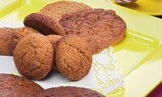 Eva Arguiñano propone para la merienda una receta de galletas de jengibre acompañadas de batido de cacao y zumo de frutas.