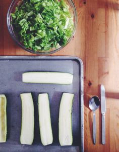 Zucchini boats and salad Zucchini Boats, Palak Paneer, Recipe Box, Salad, Healthy Recipes, Vegetables, Ethnic Recipes, Food, Essen
