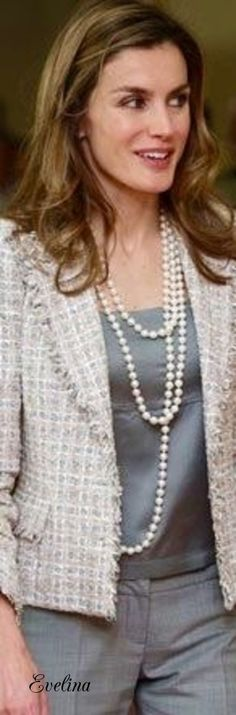 Pearls Stylish Summer Outfits, Classy Outfits, Chic Outfits, Fashion Outfits, Womens Fashion, Coats For Women, Jackets For Women, Clothes For Women, Chanel Jacket Trims