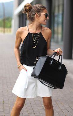 Street style look com regata preta e short branco.