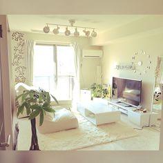 女性で、1LDKの結婚前/記録用/ひとり暮らし/Andy Warhol/Supreme/キースへリング…などについてのインテリア実例を紹介。「今の家のリビングがまだ完成してないので結婚前の部屋を記録用ポスト☆」(この写真は 2015-12-29 13:40:53 に共有されました)