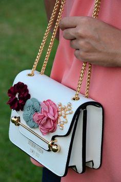 Bag: http://www.rosegal.com/crossbody-bags/flowers-cross-body-chain-bag-1187460.html?lkid=118898