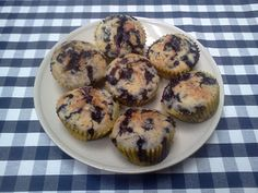 Sladké muffiny Archives - Page 4 of 5 - Muffinárium Blue Berry Muffins, Sweet Recipes, Blueberry, Cupcakes, Breakfast, Food, Blueberry Crumb Muffins, Morning Coffee, Blueberries