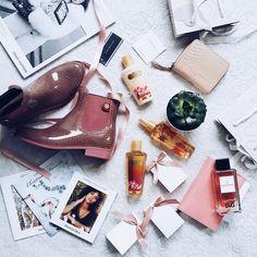 Flatlay #flatlay #white #pink #blush #fashion #lifestyle #parfume #flower #shoes #tommyhilfiger #dolce #gabbana #victoriassecret #pandora