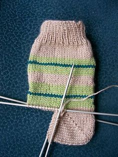 socks, knitting patterns – Creative Hobby - Everything About Knitting Knitting Socks, Knitting Stitches, Baby Knitting, Knitted Hats, Knitting Patterns, Crochet Patterns, Knitting Videos, Wool Yarn, Knit Crochet