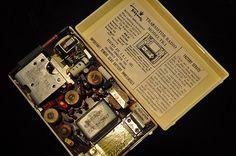 Vintage Regency TR-1 Transistor Radio