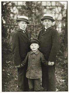 August Sander 'Three Brothers', c. 1919, printed 1990 © Die Photographische Sammlung/SK Stiftung Kultur - August Sander Archiv, Cologne; DACS, London, 2016.