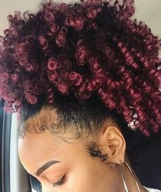 "HAIRSPIRATION | By @1lexishair ""When doing your own hair wasn't coming out right so you just put your half wig up into a pineapple""  Cute protective style ❤️ #voiceofhair ========================== Go to VoiceOfHair.com ========================= Find hairstyles and hair tips! ========================="