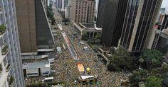 Protesto contra governo Dilma fecha Avenida Paulista, em São Paulo