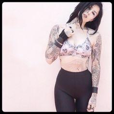 Follow @lizzilysis Follow @kosmetikfreak