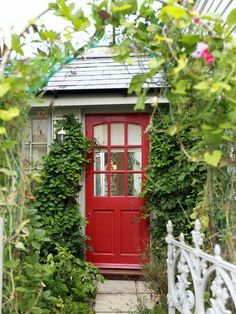Front yard is the first lineup to welcome guests. No matter how large or small the front yard is, it truly makes impact. Here are Front Garden Ideas for you Cottage Door, Red Cottage, Cottage Exterior, Lake Cottage, Town And Country, Country Living, Country Life, Colonial Front Door, Foyer Design