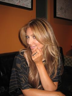 Kim Kardashian Caramel hair color wonder How would Look on me :) Love Hair, Gorgeous Hair, Beautiful, Amazing Hair, Big Chop, Weave Hairstyles, Pretty Hairstyles, Honey Blond, Hair Colorful