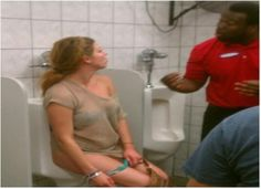 15 STRANGE BATHROOM MOMENTS YOU CAN NEVER UNSEE