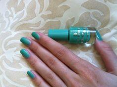 essence cosmetics colour