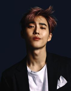 EXO's Suho is Featured on the Cover of Esquire Magazine Suho Exo, Exo Ot12, Kpop Exo, Bias Kpop, Chanbaek, K Pop, Kim Joon Myeon, Xiuchen, Kim Jongdae