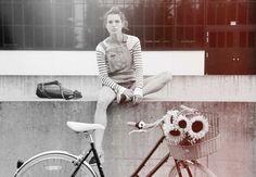 Unsere AYIA Serie für alle, die es gerne gemütlich und bequem mögen. Der hohe und gewölbte Lenker erlaubt eine aufrechte Sitzposition, wobei der weiche Sattel, sowie die 8-Gang Shimano Schaltung alle Voraussetzungen für chillige Stadtfahrten erfüllen. Urban City, Bike Accessories, Bicycles, Blue, Design, Bike, Bicycle, Biking