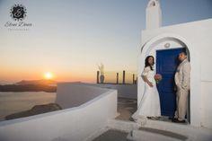 Destination wedding in Santorini.