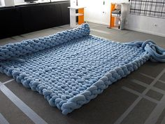 Knit Bed- this looks cool:) (www. Giant Knitting, Arm Knitting, Knitting Sweaters, Finger Knitting, Knitting Needles, Bed Furniture, Furniture Design, Cotton Cord, Knit Rug