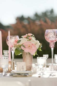 Gold and pink wedding reception table decor and setting - so soft and pretty #weddingdecor #tablescapes #gold #goldwedding #glamwedding