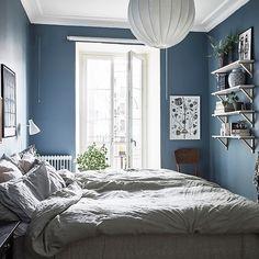A cozy blue bedroom photo by fotografanders for entrancemakleri. Blue Green Bedrooms, Blue Gray Bedroom, Blue Rooms, Dream Bedroom, Master Bedroom, Bedroom Decor, Gravity Home, Scandinavian Interior Design, Suites