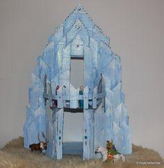 Elsas Ice Castle according to tutorial of myFroggyStuff Frozen Dollhouse, Castle Dollhouse, Diy Dollhouse, Frozen Kids, Frozen Party, Elsa Frozen, Doll House Crafts, Doll Crafts, Kid Crafts