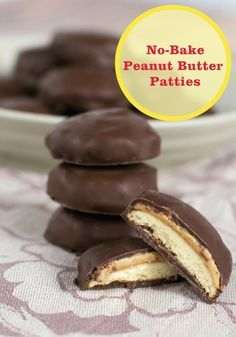 No-Bake Homemade Tagalongs {Peanut Butter Patties} - tastes just like the real thing without turning on the oven! My favorite girl scout cookie! Candy Recipes, Baking Recipes, Sweet Recipes, Cookie Recipes, Köstliche Desserts, Delicious Desserts, Dessert Recipes, Yummy Food, Homemade Desserts