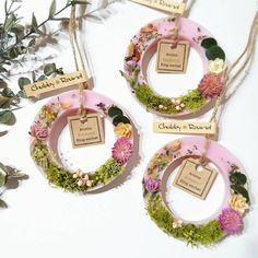 新作のリングサシェは少しガーリーにしてみました(๑❛ᴗ❛๑) 只今ボタニカルを制作中です♡ 毎日の香りのお仕事♡お客様との時間もそぅですけど、趣味な作品制作も手放せないものになっています(*´ー`*)♡ #chubby_round #handmade#natural#materials #aroma#sachet#aromabar #essentialoil#botanical #wax#flower#herb#autumn #present#gift#minne #アロマ#ワックスサシェ #ボタニカル#自然素材 #ハンドメイド#インテリア #プレゼント#ギフト #aeaj#アロマインストラクター