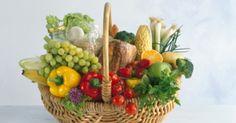 Dieta per la colecisti.............     pane integrale, pane tostato.     pasta integrale;     riso;     latte scremato;     yogurt magri;     formaggi magri;     carne magra (coniglio, manzo, pollo, tacchino e vitello) preferibilmente lessata.     prosciutto crudo sgrassato;     pesce di qualsiasi tipo, ma si evitino le fritture;     verdura (broccoli, carciofi, carote, cavoli, insalata, melanzane e piselli);     frutta (arance, albicocche, banane, kiwi, mele, pere, pompelmi, pesche) .