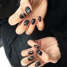 Dark nails, geo pattern
