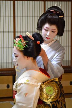 Geisya and Maiko