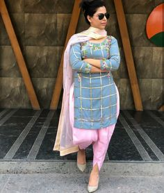 Patiala Suit Designs, Kurta Designs Women, Kurti Designs Party Wear, Blouse Designs, Curvy Outfits, Cool Outfits, Casual Outfits, Punjabi Fashion, Bollywood Fashion