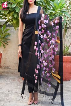 Shop Black Organza Hand painted Floral Pink Stole - Stoles Online in India Party Wear Indian Dresses, Indian Fashion Dresses, Designer Party Wear Dresses, Indian Gowns Dresses, Kurti Designs Party Wear, Dress Indian Style, Indian Designer Outfits, Indian Outfits, Simple Kurti Designs