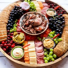 Tri Tip Sandwich Charcuterie Board is an EPIC board with grilled tri tip and favorite sandwich toppings, like cheese, tomatoes, horseradish, and pickles! Charcuterie Recipes, Charcuterie Platter, Charcuterie And Cheese Board, Cheese Boards, Party Food Platters, Food Trays, Cheese Platters, Tri Tip Sandwich, Buffet Party