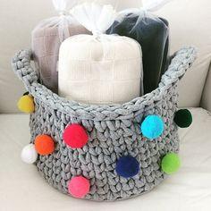 Cesta pompom em fio de malha ❤️ um amor em forma de cesta! #cesta #cestacroche #crochet #croche #crochemara #apaixonadasporcroche