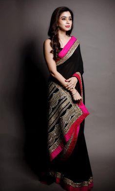 Aarthi Ravi giving us major saree goals! Trendy Sarees, Stylish Sarees, Fancy Sarees, Saree Designs Party Wear, Party Wear Sarees, Dress Indian Style, Indian Dresses, Indian Wear, Saris