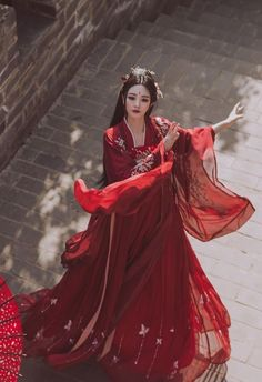 With the revival of traditional culture, Chinese Hanfu has also received more and more attention from people, and it has become popular. Hanfu does not refer to Hanfu, Traditional Fashion, Traditional Dresses, Chinese Dress Traditional, Chinese Style, China Girl, Retro Outfits, Asian Style, Asian Fashion