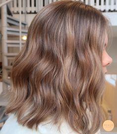 Medium Blonde Hair, Blonde Hair Looks, Blonde Hair With Brown Highlights, Warm Blonde, Brown Hair Colors, Lighter Brown Hair Color, Short Light Brown Hair, Brown Hair Balayage, Hair Highlights