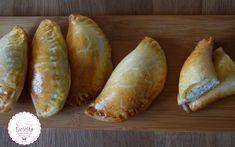 Αφράτα Τυροπιτάκια με Γιαούρτι! Cinnamon Rolls, Lunch Box, Food And Drink, Bread, Baking, Breakfast, Recipes, Trust, Cook