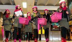 StoereVrouwen delen eerlijke rozen uit in Amsterdam! Fair Valentine is geslaagd!    http://stoerevrouwen.nl/fair-valentine/    Foto: Patrick Spruytenburg
