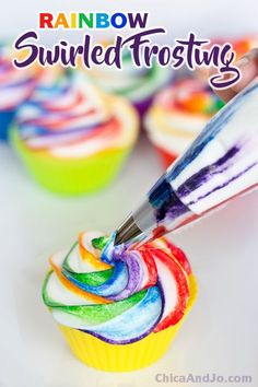 cupcake frosting tips Rainbow swirled frosting cupcakes Cupcake Frosting Techniques, Cupcake Frosting Tips, Cupcake Recipes, Cupcake Cakes, Tie Dye Frosting, Fondant Cakes, Cheesecake Cupcakes, Swirl Cupcakes, Rainbow Cupcakes Recipe