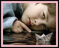 Educar es lo mismo que ponerle un motor a una barca. Hay que medir, pesar y equilibrar... y poner todo en marcha.  Pero para eso uno tiene que llevar en el alma un poco de marino, un poco de pirata, un poco de poeta, y un kilo y medio de paciencia concentrada.  Pero es consolador soñar, mientras uno trabaja, que ese barco-ese niño-irá muy lejor por el agua.  Soñar que ese navío llevará nuestra carga de palabras hacia puertos distantes, hasta islas lejanas. (Gabriel Celaya)