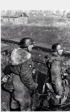 A great photo of 2 SS Grenadiers in Kharkov 1943
