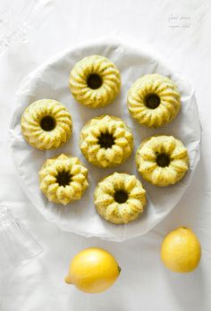 Vegan lemon-poppy seed mini bundt cakes / Wegańskie babeczki cytrynowe z makiem