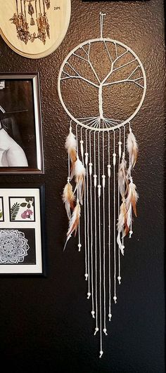 Beautiful and Stunning Dream Catcher Ideas - For Creative Juice Tree inspired Dream catchers. This tree inspired dream catcher is not just used as a protective charm, it servers as a great modern decor piece for any home. Diy Tumblr, Dreamcatchers, Diy And Crafts, Arts And Crafts, Large Dream Catcher, Dyi Dream Catcher, Dream Catcher For Kids, Dream Catcher Jewelry, Doily Dream Catchers