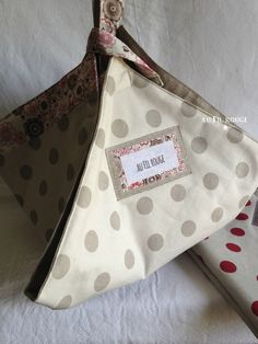 Double sac à tarte Sewing Projects, Projects To Try, Coin Couture, Love Sewing, Hot Pads, Bag Making, Purses And Bags, Diaper Bag, Reusable Tote Bags