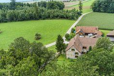Ausflugsziele Schweiz: 99 Ideen für einen tollen Tagesausflug Golf Courses, House Styles, Travel, Fitness Workouts, Day Trips, Road Trip Destinations, Destinations, Viajes, Random Stuff