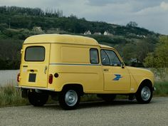 Renault 4 Fourgonnette (1967 – 1974). yellow car