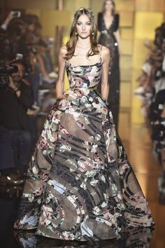 Elie Saab Haute Couture Fall 2015/2016. See all the best looks from Paris.