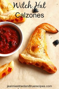 Halloween Witch Hat Calzones are a delicious and easy to make appetizer or side dish for Halloween. These delicious and easy to make Witch Hat Calzones are perfect for Halloween! Soirée Halloween, Creepy Halloween Food, Halloween Dinner, Halloween Food For Party, Halloween Season, Halloween Juice, Halloween Decorations, Creepy Food, Witch Party