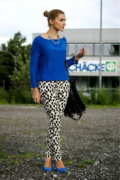 Curvy fashion and street style: dalmatian print pants with blue top and shoes. #animalprint